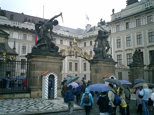 プラハ城入場口