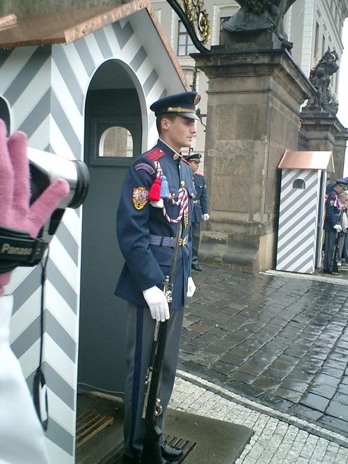 プラハ城・入り口の衛兵