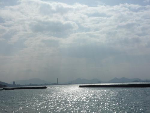 光あふれる海